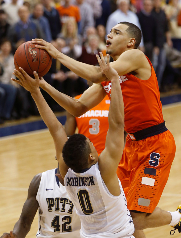 Description of . Syracuse's Tyler Ennis shoots over Pittsburgh's James Robinson (0) during the second half of an NCAA college basketball game Wednesday, Feb. 12, 2014, in Pittsburgh. Syracuse won 58-56. (AP Photo/Keith Srakocic)